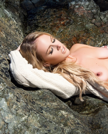 Gorgeous Heidi Michel Sunbathed