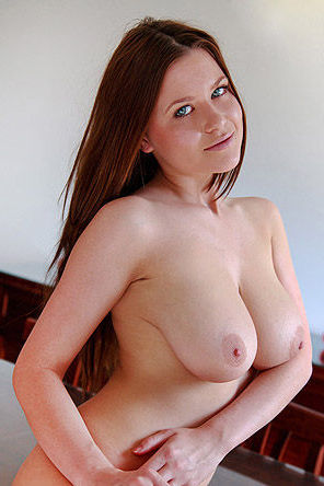 Marjana shows her big natural boobs