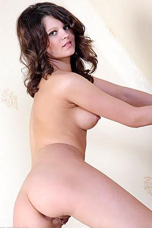 Dreamy Niki Erotic Nude Gallery