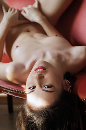 Lilian A Naked Young Beauty
